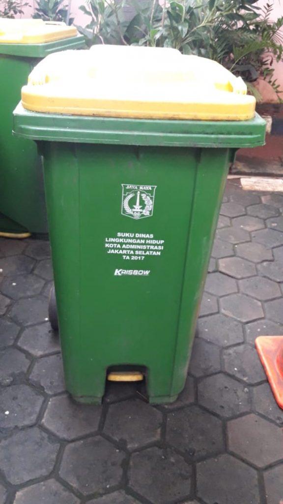tong sampah plastik roda 240 liter